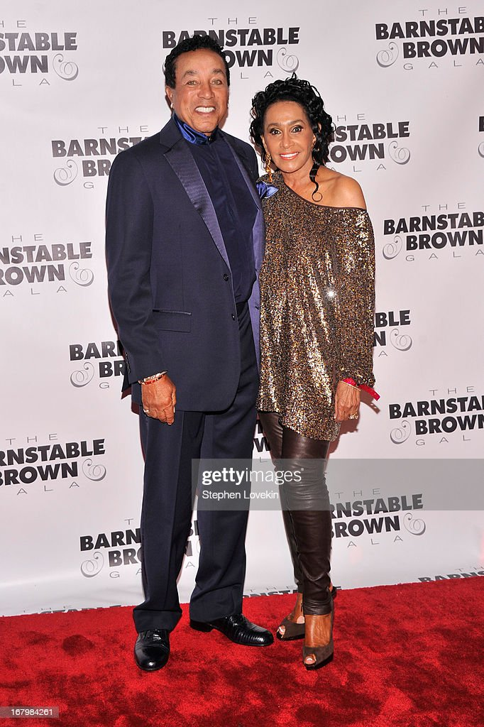 Musician <a gi-track='captionPersonalityLinkClicked' href=/galleries/search?phrase=Smokey+Robinson&family=editorial&specificpeople=210698 ng-click='$event.stopPropagation()'>Smokey Robinson</a> and Frances Robinson attend the 2013 Barnstable-Brown Derby gala at Barnstable-Brown House on May 3, 2013 in Louisville, Kentucky.