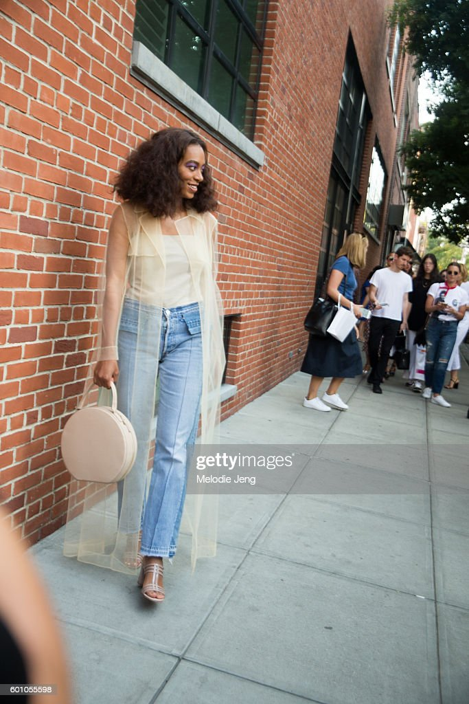 musician-solange-knowles-at-the-creatures-of-comfort-show-at-studios-picture-id601055598