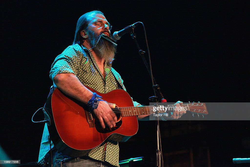 Musician <a gi-track='captionPersonalityLinkClicked' href=/galleries/search?phrase=Steve+Earle&family=editorial&specificpeople=214591 ng-click='$event.stopPropagation()'>Steve Earle</a> performs during On the Beach: A Sandy Relief Concert at Paramount Theater on January 2, 2013 in Asbury Park, New Jersey.