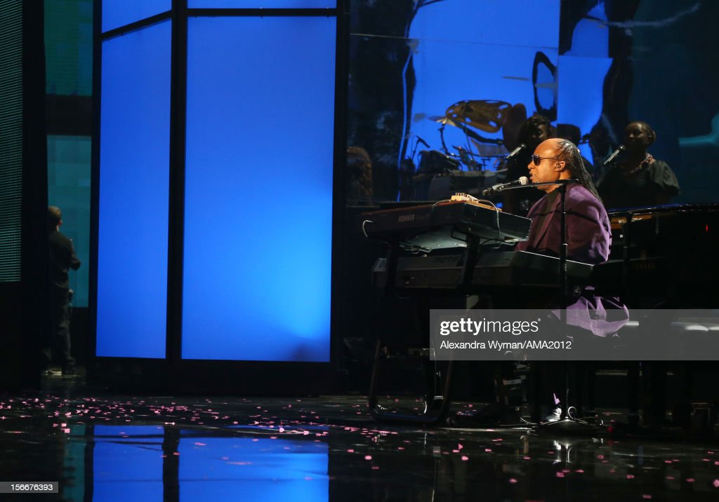 Musician <a gi-track='captionPersonalityLinkClicked' href=/galleries/search?phrase=Stevie+Wonder&family=editorial&specificpeople=171911 ng-click='$event.stopPropagation()'>Stevie Wonder</a> onstage at the 40th American Music Awards held at Nokia Theatre L.A. Live on November 18, 2012 in Los Angeles, California.