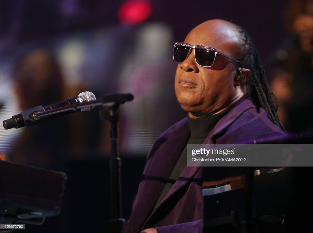Musician <a gi-track='captionPersonalityLinkClicked' href=/galleries/search?phrase=Stevie+Wonder&family=editorial&specificpeople=171911 ng-click='$event.stopPropagation()'>Stevie Wonder</a> performs onstage during the 40th American Music Awards held at Nokia Theatre L.A. Live on November 18, 2012 in Los Angeles, California.