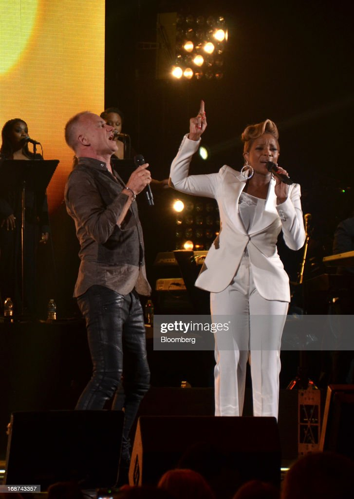 Musician Sting and singer <a gi-track='captionPersonalityLinkClicked' href=/galleries/search?phrase=Mary+J.+Blige&family=editorial&specificpeople=171124 ng-click='$event.stopPropagation()'>Mary J. Blige</a> perform at the Robin Hood Foundation Gala in New York, U.S., on Monday, May 13, 2013. The annual event raises money for the Robin Hood Foundation, which funds and partners with programs to alleviate poverty in the lives of New Yorkers. Photographer: Amanda Gordon/Bloomberg via Getty Images