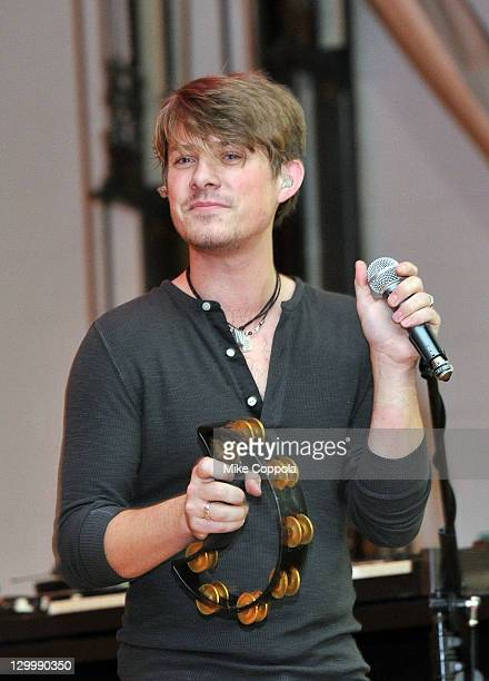Musician Taylor Hanson of the band Hanson performs at the VH1 Save the Music Foundation Family Day at the The Anderson School on October 22 2011 in...