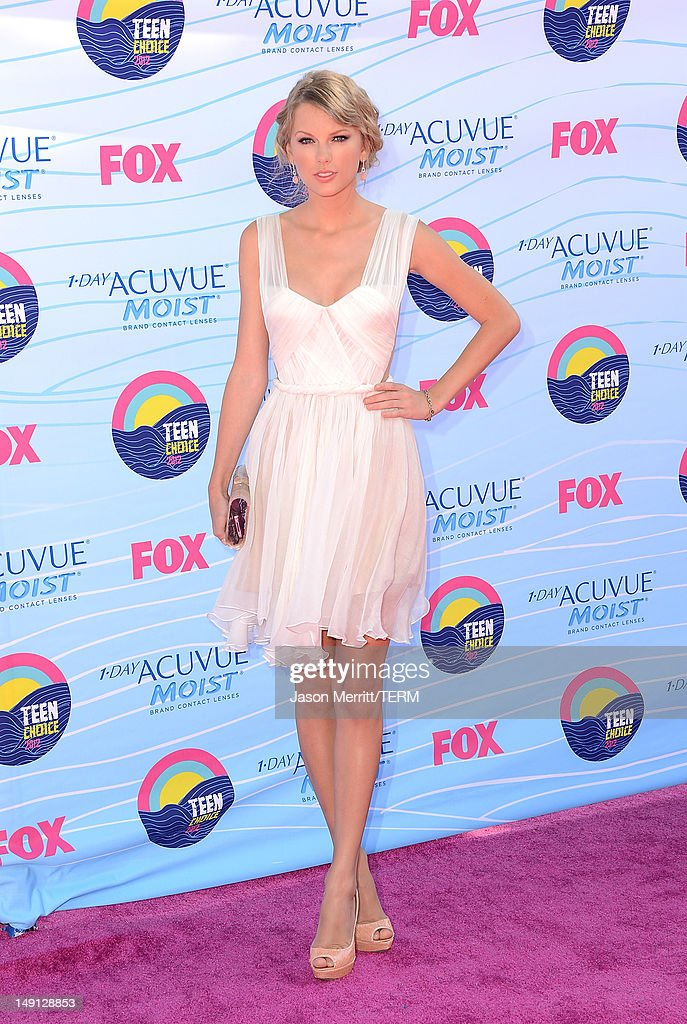 Musician Taylor Swift arrives at the 2012 Teen Choice Awards at Gibson Amphitheatre on July 22, 2012 in Universal City, California.