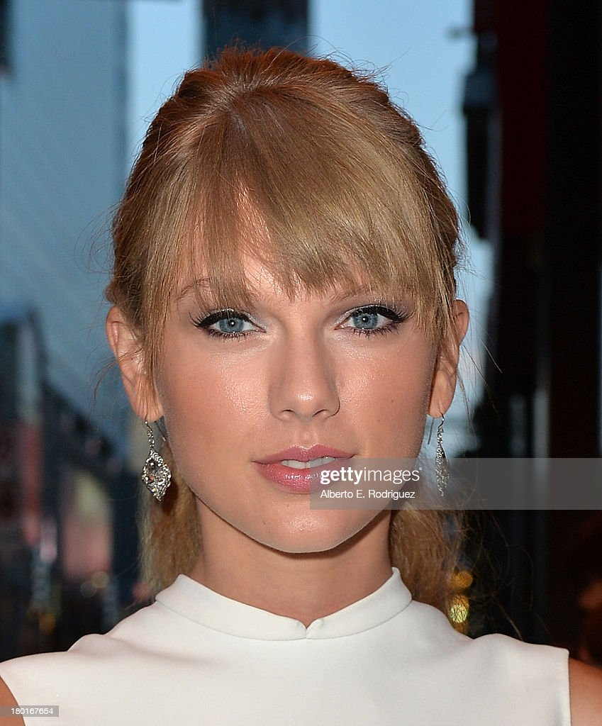Musician <a gi-track='captionPersonalityLinkClicked' href=/galleries/search?phrase=Taylor+Swift&family=editorial&specificpeople=619504 ng-click='$event.stopPropagation()'>Taylor Swift</a> arrives at the 'One Chance' Premiere during the 2013 Toronto International Film Festival at Winter Garden Theatre on September 9, 2013 in Toronto, Canada.