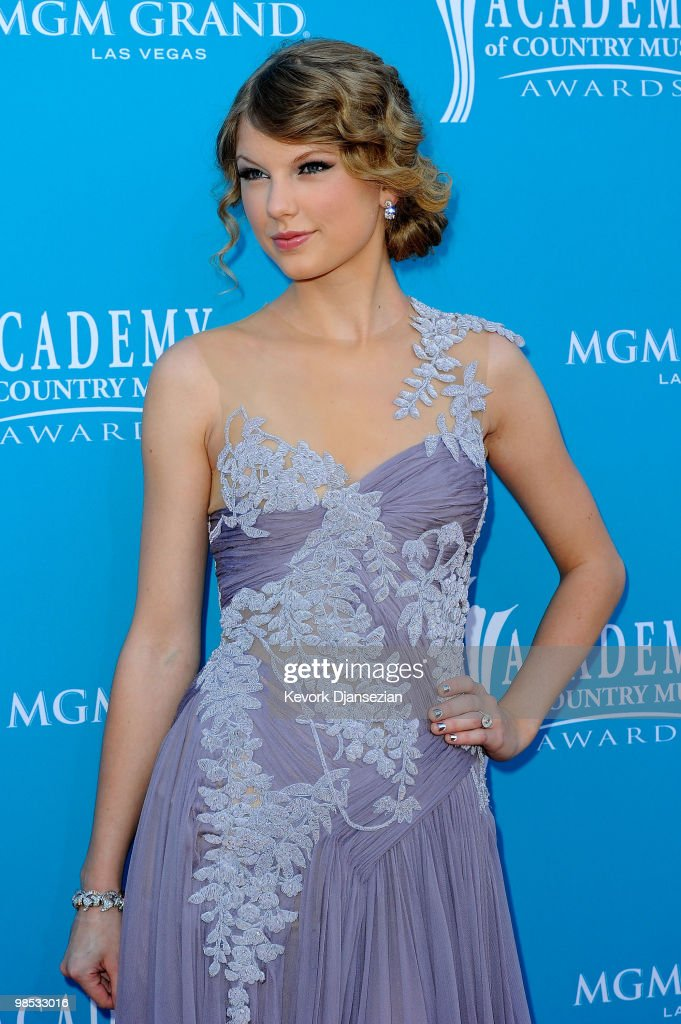 Musician <a gi-track='captionPersonalityLinkClicked' href=/galleries/search?phrase=Taylor+Swift&family=editorial&specificpeople=619504 ng-click='$event.stopPropagation()'>Taylor Swift</a> arrives for the 45th Annual Academy of Country Music Awards at the MGM Grand Garden Arena on April 18, 2010 in Las Vegas, Nevada.