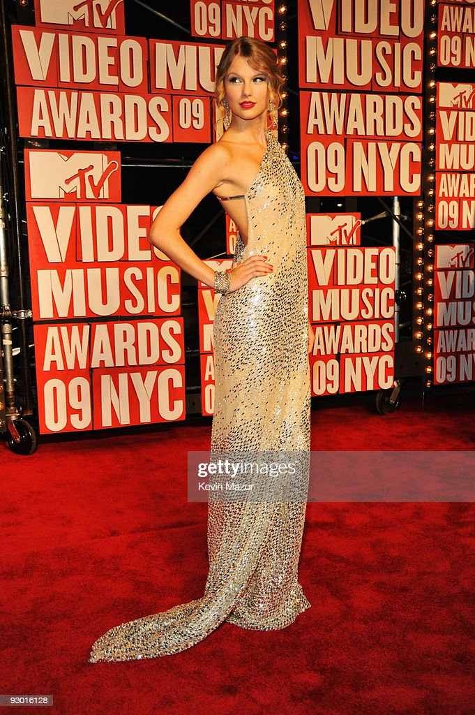 Musician Taylor Swift attends the 2009 MTV Video Music Awards at Radio City Music Hall on September 13, 2009 in New York City.