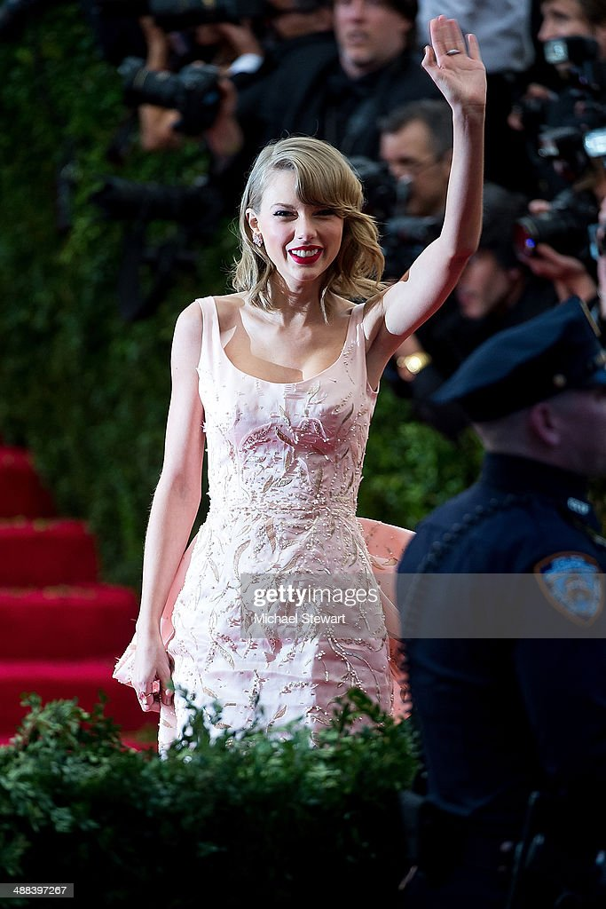 Musician <a gi-track='captionPersonalityLinkClicked' href=/galleries/search?phrase=Taylor+Swift&family=editorial&specificpeople=619504 ng-click='$event.stopPropagation()'>Taylor Swift</a> attends the 'Charles James: Beyond Fashion' Costume Institute Gala at the Metropolitan Museum of Art on May 5, 2014 in New York City.