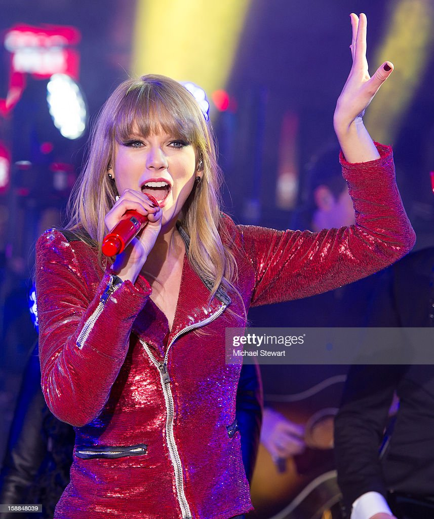 Musician <a gi-track='captionPersonalityLinkClicked' href=/galleries/search?phrase=Taylor+Swift&family=editorial&specificpeople=619504 ng-click='$event.stopPropagation()'>Taylor Swift</a> performs at New Year's Eve 2013 In Times Square at Times Square on December 31, 2012 in New York City.