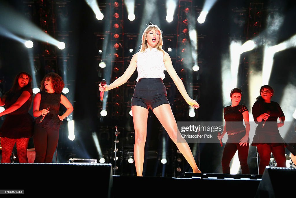 Musician Taylor Swift (C) performs during the 2013 CMA Music Festival on June 6, 2013 in Nashville, Tennessee.