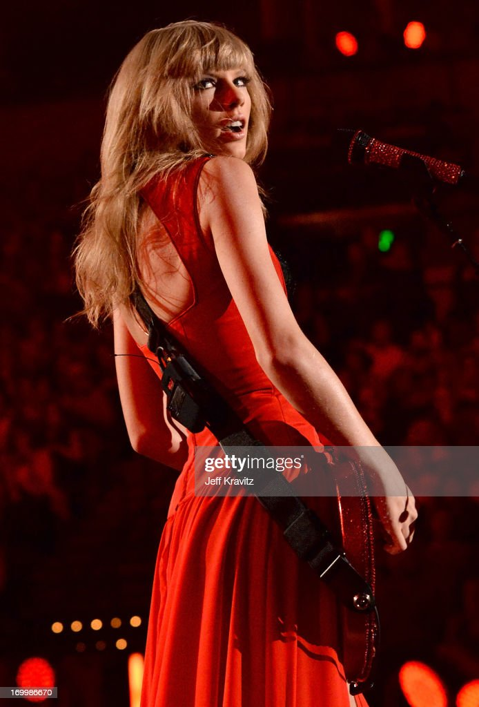 Musician <a gi-track='captionPersonalityLinkClicked' href=/galleries/search?phrase=Taylor+Swift&family=editorial&specificpeople=619504 ng-click='$event.stopPropagation()'>Taylor Swift</a> performs onstage at the 2013 CMT Music Awards at the Bridgestone Arena on June 5, 2013 in Nashville, Tennessee.