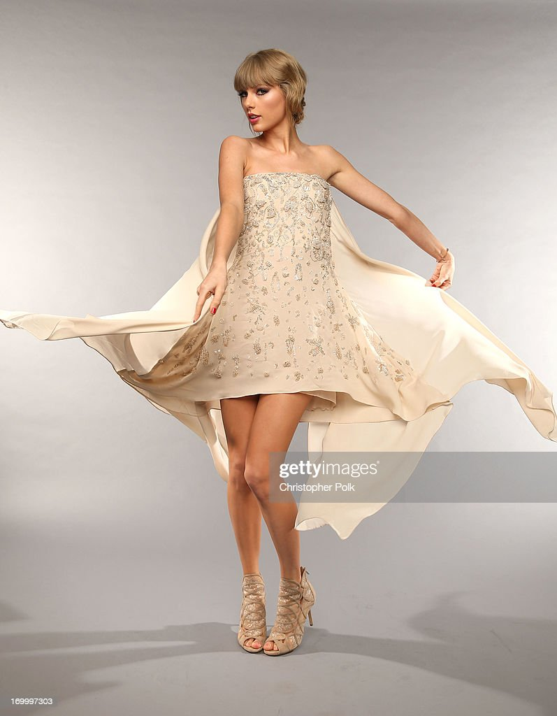 Musician Taylor Swift poses at the Wonderwall portrait studio during the 2013 CMT Music Awards at Bridgestone Arena on June 5, 2013 in Nashville, Tennessee.