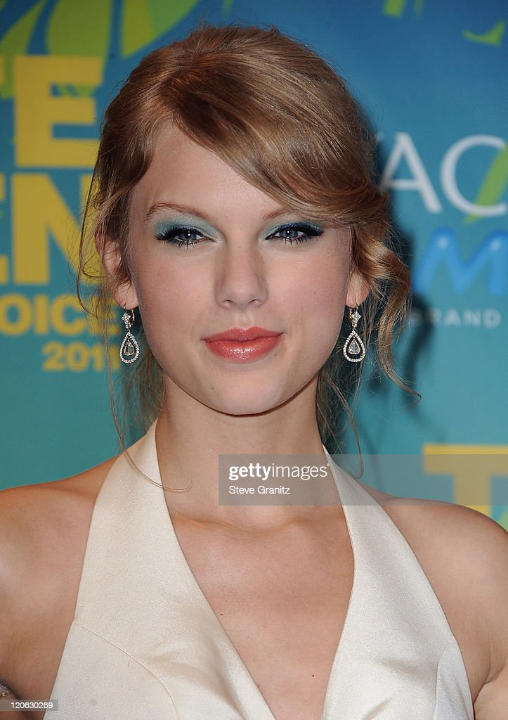 Musician <a gi-track='captionPersonalityLinkClicked' href=/galleries/search?phrase=Taylor+Swift&family=editorial&specificpeople=619504 ng-click='$event.stopPropagation()'>Taylor Swift</a> poses in the press room at the 2011 Teen Choice Awards held at the Gibson Amphitheatre on August 7, 2011 in Universal City, California.