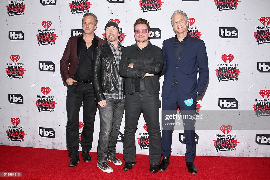 musician-the-edge-and-singer-bono-of-u2-winners-of-the-innovator-picture-id518981810