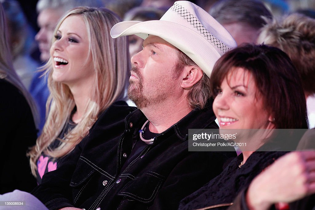 Musician Toby Keith and wife Tricia Covel attend the American Country Awards 2011 at the MGM Grand Garden Arena on December 5, 2011 in Las Vegas, Nevada.