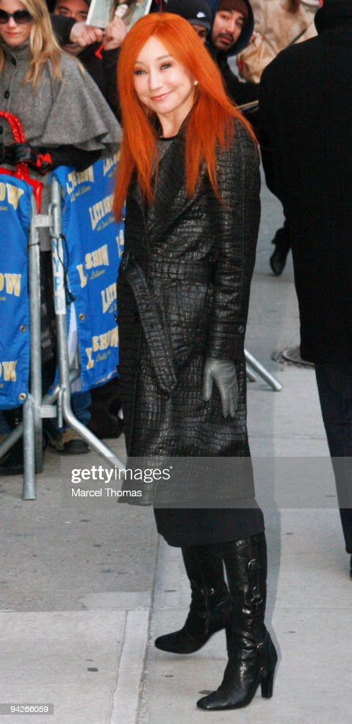 "Kate Hudson Visits ""Late Show With David Letterman"" - December 10, 2009"