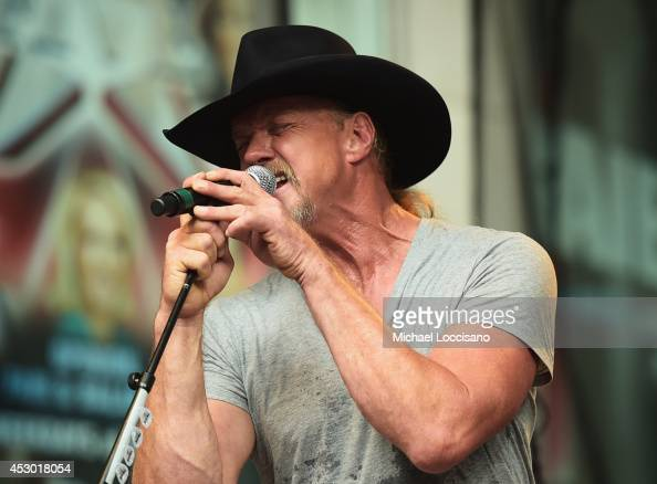 Musician Trace Adkins performs during 'FOX Friends' All American Concert Series outside of FOX Studios on August 1 2014 in New York City