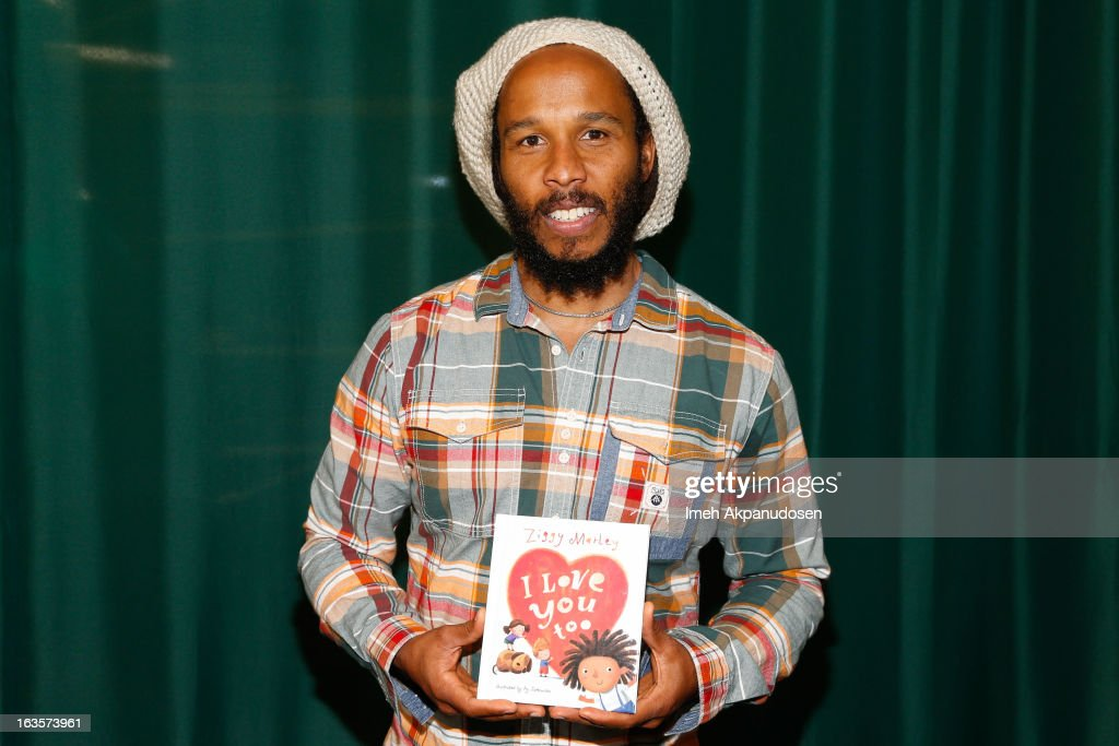 Musician Ziggy Marley poses before signing copies of his new book 'I Love You Too' at Barnes Noble at The Americana at Brand on March 12 2013 in...