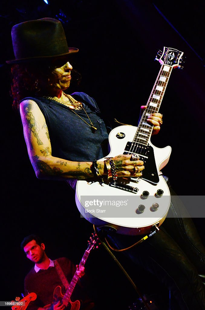 Musician/producer/event host <a gi-track='captionPersonalityLinkClicked' href=/galleries/search?phrase=Linda+Perry&family=editorial&specificpeople=2133172 ng-click='$event.stopPropagation()'>Linda Perry</a> performs with Ozzy Osbourne at the L.A. Gay & Lesbian Center's 2013 'An Evening With Women' gala at The Beverly Hilton Hotel on May 18, 2013 in Beverly Hills, California.