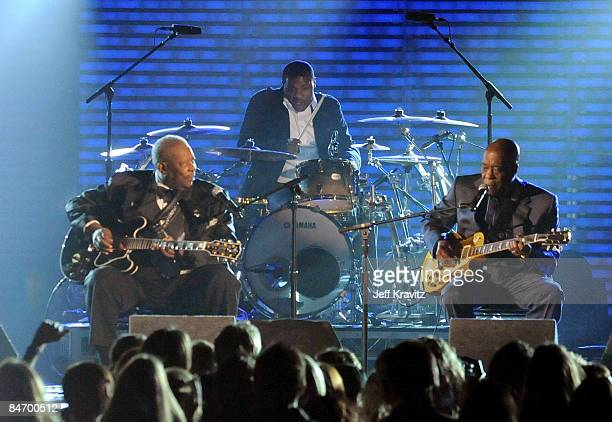 Musicians BB King and Buddy Guy perform onstage at the 51st Annual GRAMMY Awards held at the Staples Center on February 8 2009 in Los Angeles...