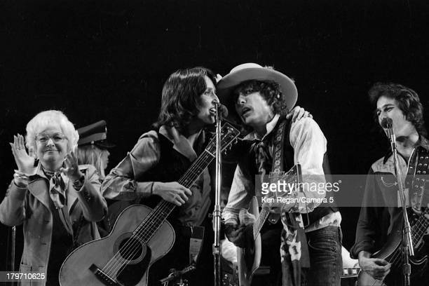 Musicians Bob Dylan and Joan Baez are photographed during the Rolling Thunder Revue in December 1975 in Toronto Ontario CREDIT MUST READ Ken...