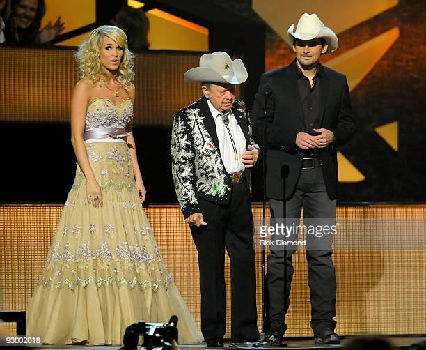 Musicians Brad Paisley Little Jimmy Dickens and Carrie Underwood perform onstage during the 43rd Annual CMA Awards at the Sommet Center on November...