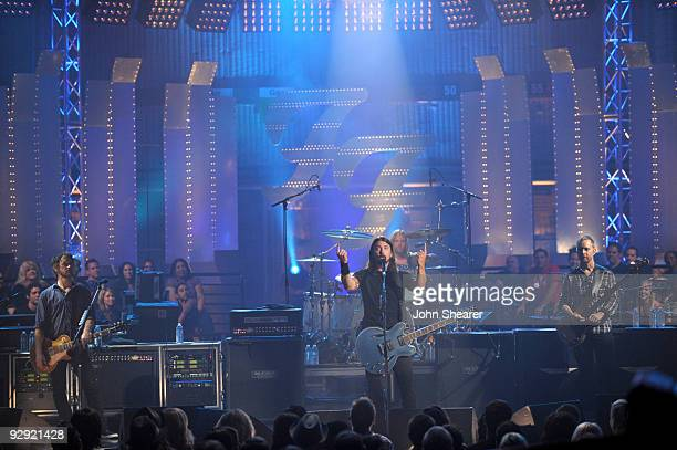 Musicians Chris Shiflett Dave Grohl Taylor Hawkins and Nate Mendel of the Foo Fighters perform on VH1 Storytellers on October 28 2009 in Culver City...