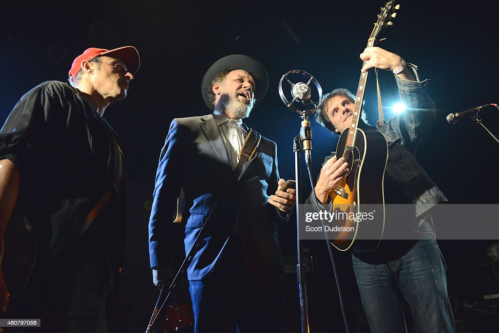 Musicians Dan Bern John C Reilly and Mike Viola perform during 'Make It Together' a benefit for Josh Schwartz on stage at the Echoplex on December 22...