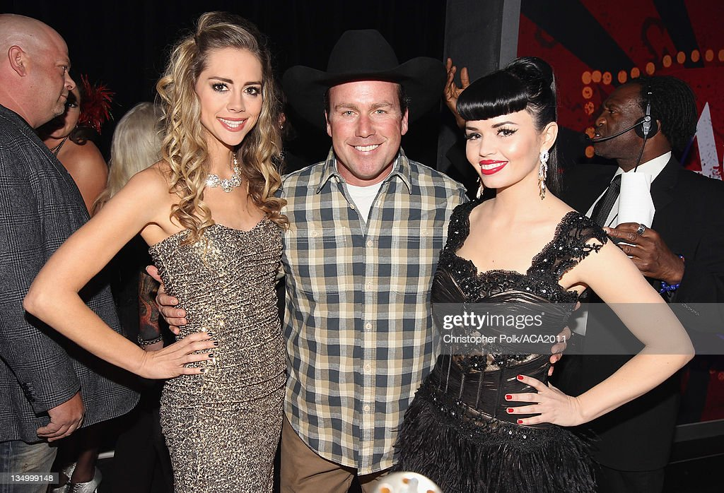 Musicians Danelle Leverett and (R) Susie Brown of the Jane Dear Girls and (C) Musician Rodney Carrington attends the American Country Awards 2011 at the MGM Grand Garden Arena on December 5, 2011 in Las Vegas, Nevada.