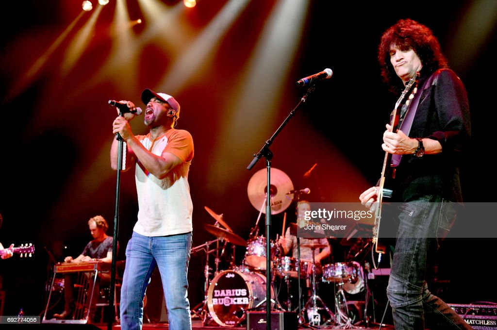 Musicians Darius Rucker (L) and Tommy Thayer (R) perform onstage during the 8th annual Darius & Friends concert to benefit St. Jude's Children's Research Hospital held at the Ryman Auditorium on June 5, 2017 in Nashville, Tennessee.