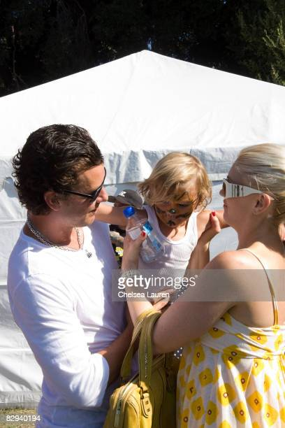 Musicians Gavin Rossdale and Gwen Stefani with their son Kingston attend the Roots Shoots Day of Peace at Griffith Park on September 21 2008 in Los...