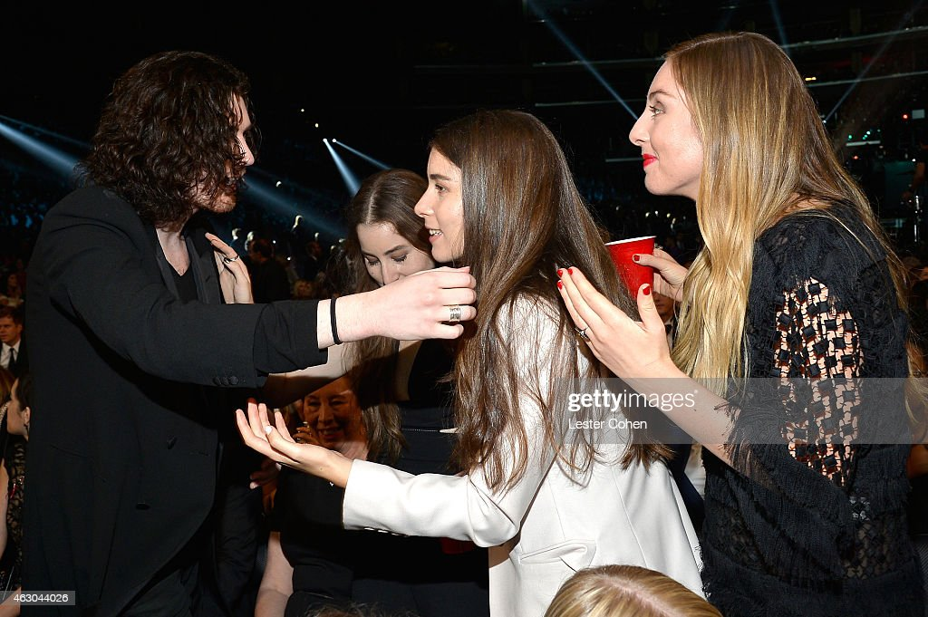 hozier este haim dating Irish stars saoirse ronan and hozier 'secretly dating' for the past few months the pair have reportedly grown close in the last few months.