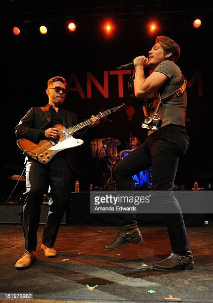 Musicians Isaac Hanson Zac Hanson and Taylor Hanson of the band Hanson perform onstage at the House of Blues Sunset Strip on September 26 2013 in...