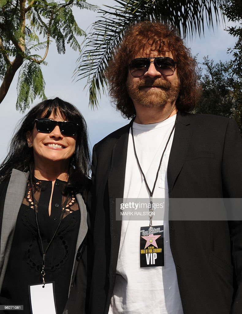 Musicians Jeff Lynne and wife at the ceremony to unveil a Hollywood Walk of Fame star for the late recording artist Roy Orbison in Hollywood on January 29, 2010. AFP PHOTO/Mark RALSTON