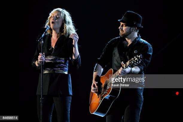 Musicians Jennifer Nettles and Kristian Bush of Sugarland perform during the 51st Annual Grammy Awards held at the Staples Center on February 8 2009...
