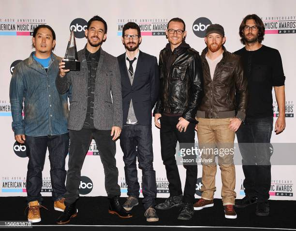 Musicians Joe Hahn Mike Shinoda Brad Delson Chester Bennington Dave Farrell and Rob Bourdon of Linkin Park pose in the press room at the 40th...