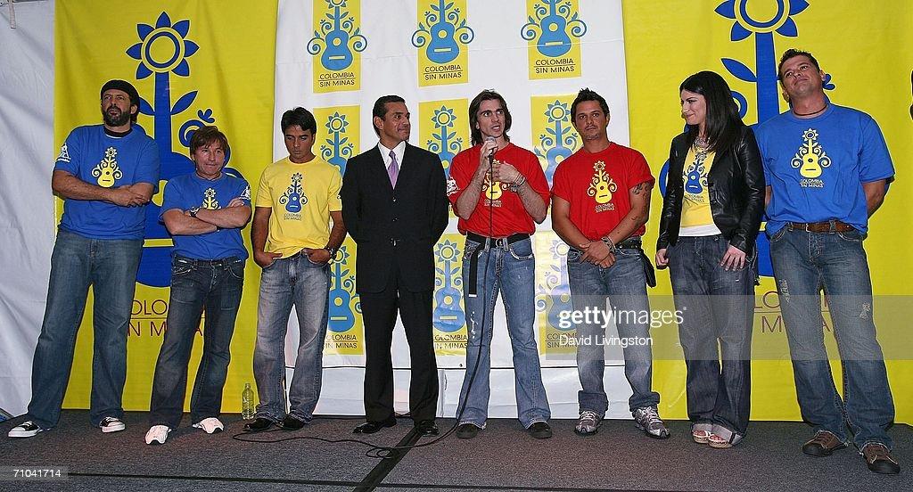 ¿Cuánto mide Alejandro Sanz? - Estatura real: 1,70 - Real height Musicians-juan-luis-guerra-ricardo-montaner-luis-fonsi-los-angeles-picture-id71041714