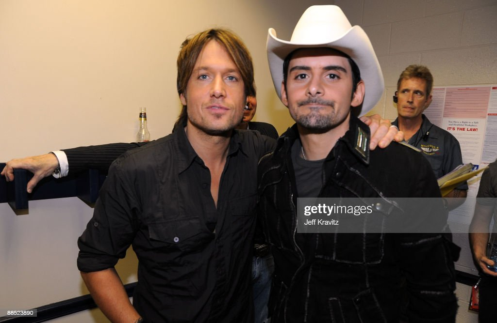 Musicians Keith Urban (L) and Brad Paisley attend the 2009 CMT Music Awards at the Sommet Center on June 16, 2009 in Nashville, Tennessee.