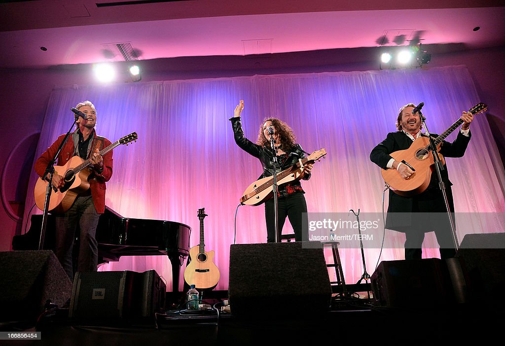 Musicians <a gi-track='captionPersonalityLinkClicked' href=/galleries/search?phrase=Kenny+Loggins&family=editorial&specificpeople=640646 ng-click='$event.stopPropagation()'>Kenny Loggins</a>, Georgia Middleman, and Gary Burr perform onstage during The Kaleidoscope Ball - Designing The Future benefitting the UCLA Children's Discovery and Innovation Institute at Mattel Children's Hospital UCLA at Beverly Hills Hotel on April 17, 2013 in Beverly Hills, California.