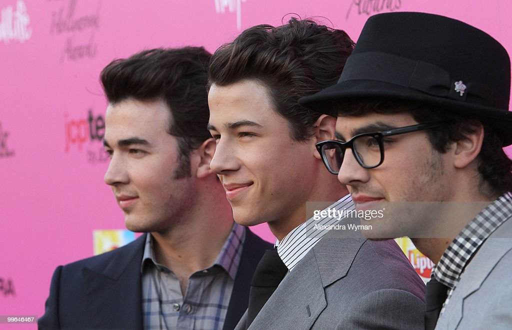 Musicians <a gi-track='captionPersonalityLinkClicked' href=/galleries/search?phrase=Kevin+Jonas&family=editorial&specificpeople=709547 ng-click='$event.stopPropagation()'>Kevin Jonas</a>, <a gi-track='captionPersonalityLinkClicked' href=/galleries/search?phrase=Nick+Jonas&family=editorial&specificpeople=842713 ng-click='$event.stopPropagation()'>Nick Jonas</a> and <a gi-track='captionPersonalityLinkClicked' href=/galleries/search?phrase=Joe+Jonas&family=editorial&specificpeople=842712 ng-click='$event.stopPropagation()'>Joe Jonas</a> of <a gi-track='captionPersonalityLinkClicked' href=/galleries/search?phrase=The+Jonas+Brothers&family=editorial&specificpeople=848902 ng-click='$event.stopPropagation()'>The Jonas Brothers</a> arrive at the 12th annual Young Hollywood Awards sponsored by JC Penney , Mark. & Lipton Sparkling Green Tea held at the Ebell of Los Angeles on May 13, 2010 in Los Angeles, California.