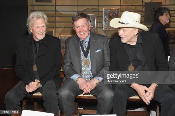 Musicians Kris Kristofferson Bill Anderson and Bobby Bare attend the Medallion Ceremony to celebrate 2017 hall of fame inductees Alan Jackson Jerry...