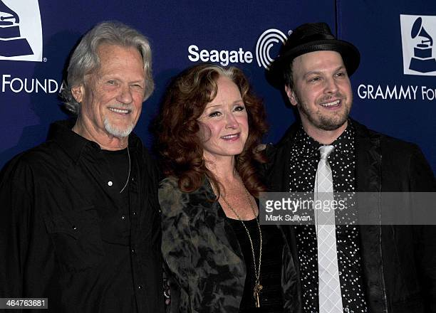 Musicians Kris Kristofferson Bonnie Raitt and Gavin DeGraw attend 'A Song Is Born' the 16th Annual GRAMMY Foundation Legacy Concert held at the...