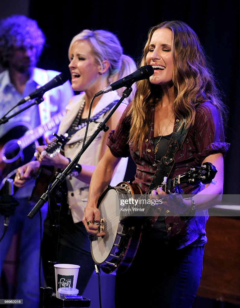 Emily Robison The Grammy Museum Presents The Drop Court Yard Hounds Photos And