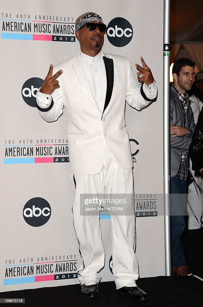 Musicians <a gi-track='captionPersonalityLinkClicked' href=/galleries/search?phrase=MC+Hammer&family=editorial&specificpeople=225081 ng-click='$event.stopPropagation()'>MC Hammer</a> and Psy pose in the press room at the 40th American Music Awards held at Nokia Theatre L.A. Live on November 18, 2012 in Los Angeles, California.
