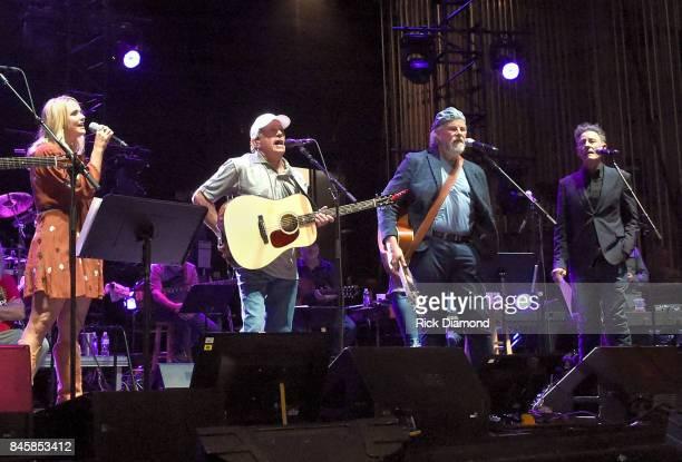 Musicians Miranda Lambert George Strait Robert Earl Keen and Lyle Lovett perform onstage during George Strait's Hand In Hand benefit concert...