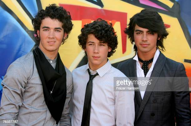 Musicians Nick Jonas Kevin Jonas and Joe Jonas of the band The Jonas Brothers arrive at the 2007 Teen Choice Awards held at The Gibson Amphitheatre...