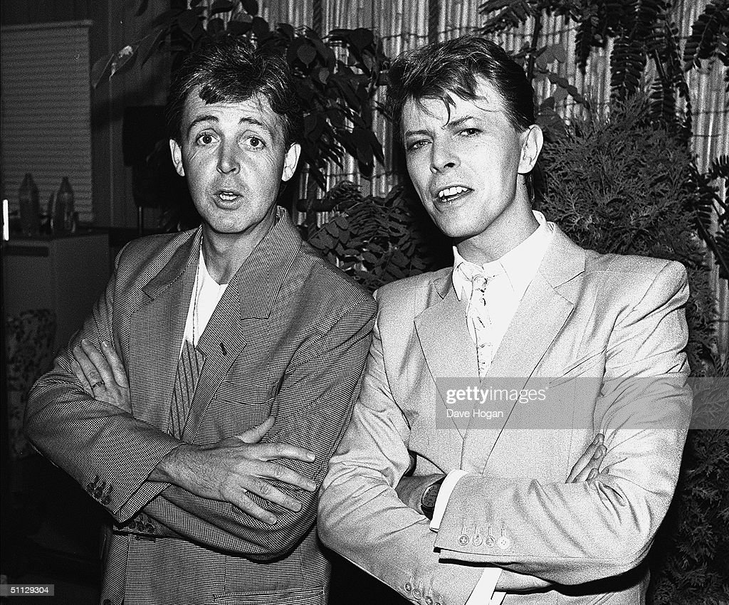 Musician's <a gi-track='captionPersonalityLinkClicked' href=/galleries/search?phrase=Paul+McCartney&family=editorial&specificpeople=92298 ng-click='$event.stopPropagation()'>Paul McCartney</a> (L) and David Bowie backstage at Live Aid on 13th July, 1985.