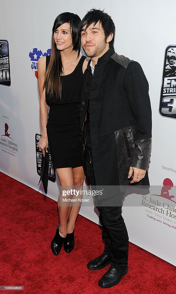 Musicians Pete Wentz (R) and Ashlee Simpson arrive at 'The Empire Strikes Back' 30th Anniversary Charity Screening Event at ArcLight Cinemas on May 19, 2010 in Hollywood, California.