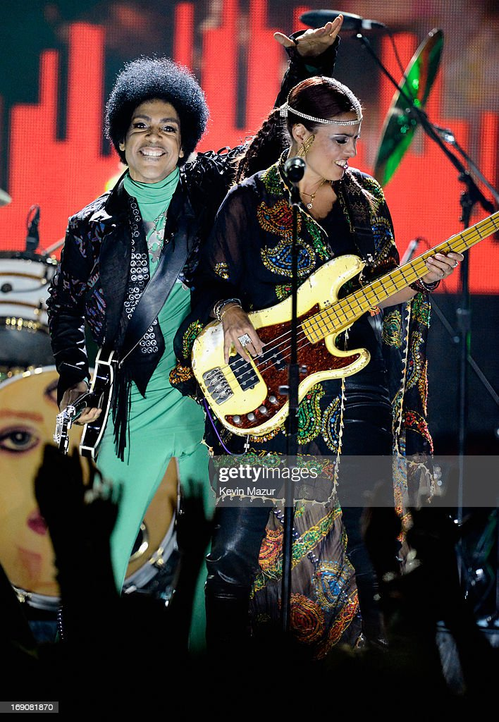 Musicians <a gi-track='captionPersonalityLinkClicked' href=/galleries/search?phrase=Prince+-+Musician&family=editorial&specificpeople=203048 ng-click='$event.stopPropagation()'>Prince</a> and Rhonda Smith perform onstage during the 2013 Billboard Music Awards at the MGM Grand Garden Arena on May 19, 2013 in Las Vegas, Nevada.