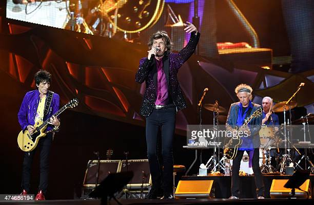 Musicians Ronnie Wood Mick Jagger Keith Richards and Charlie Watts of The Rolling Stones perform to a sold out crowd during the kick off concert of...